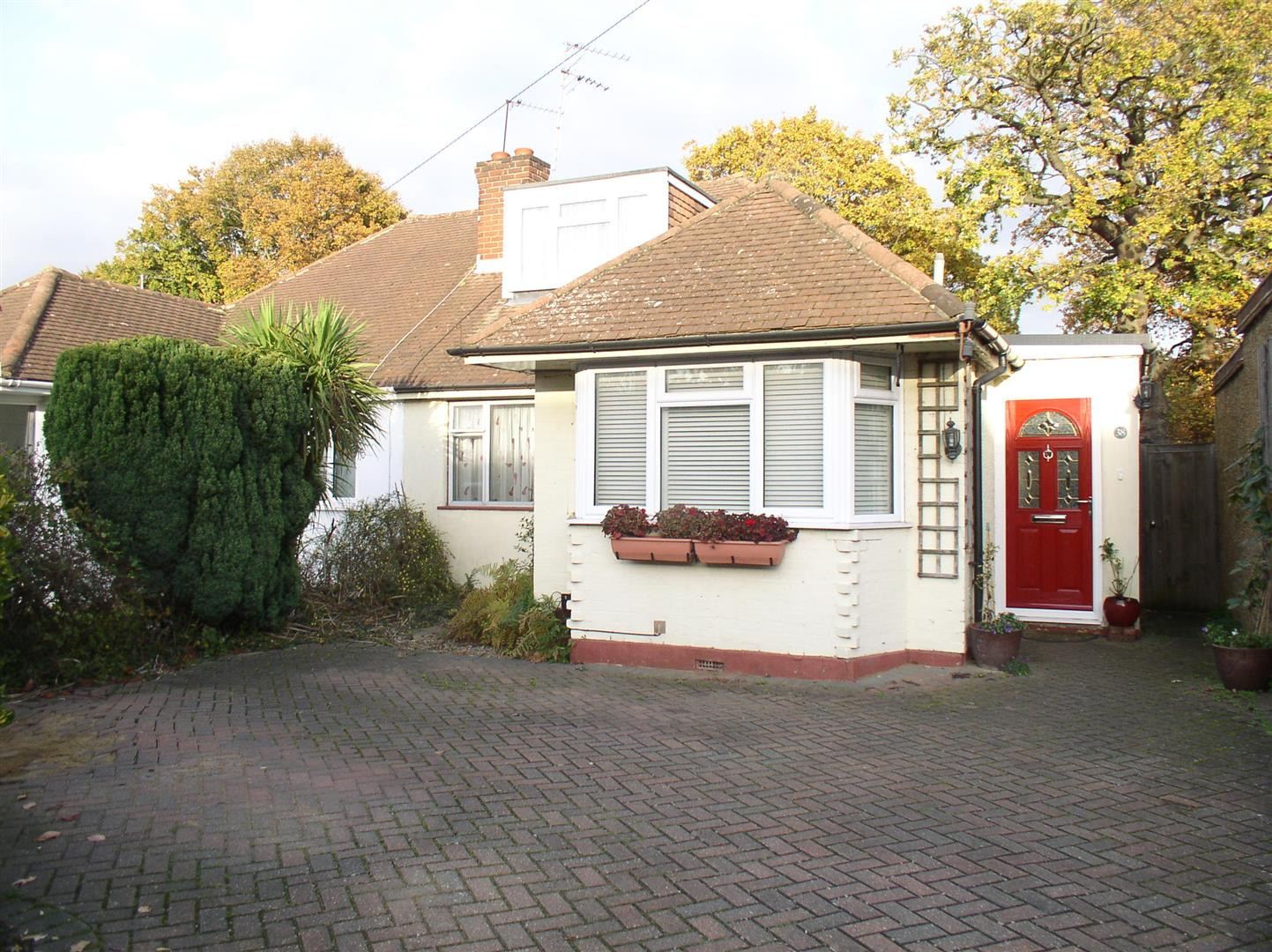 3 Bedrooms House for sale in King George Avenue, Walton-On-Thames